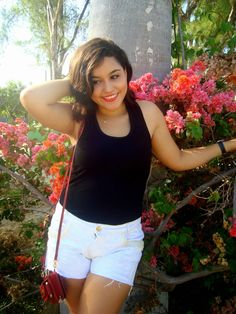Look novo lá no blog. www.escritosdeumagarota.com/2015/02/look-beatiful-day-of-summer-with-flowers.html