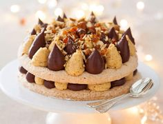 La dacquoise praliné-chocolat de Christophe Michalak Desserts With Biscuits, No Cook Desserts, Mini Desserts, Christmas Desserts, Just Desserts, Mexican Food Recipes, Sweet Recipes, Buttery Biscuits, Desserts