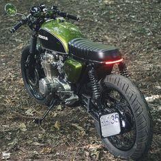 Brat Motorcycle, Brat Bike, Motorcycle Garage, Cafe Bike, Cafe Racer Bikes, Cx500 Cafe Racer, Cafe Racers, Honda Cb 500, Ford Mustang Classic