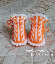 Find and save knitting and crochet schemas, simple recipes, and other ideas collected with love. Knit Baby Shoes, Knit Baby Dress, Crochet Baby Boots, Knit Baby Booties, Crochet Shoes, Crochet Slippers, Baby Cardigan, Loom Knitting Stitches, Baby Hats Knitting