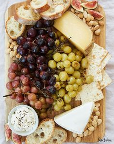 christmas eve dinner ideas Ultimate Cheese Plate With Roasted Grapes Recipe Appetizers For A Crowd, Holiday Appetizers, Appetizer Recipes, Appetizer Party, Meat Appetizers, Thanksgiving Appetizers, Thanksgiving Menu, Party Recipes, Holiday Recipes
