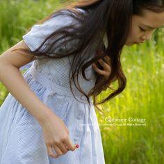 子供ドレス こどもドレス  かわいいです! キャサリンコテージの清楚なワンピース。さわやかな風を感じそうです。 ブルーのストライプがステキ。 Girl's dress!!