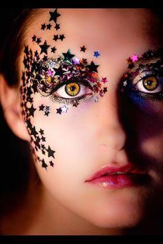 Cool makeup but crazy eyes! Festival Makeup Glitter, Glitter Makeup, Make Up Art, Eye Make Up, Maquillaje Halloween, Halloween Face Makeup, Star Costume, Fantasy Make Up, Rave Makeup
