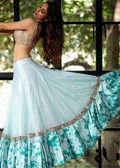 Party Wear Indian Dresses, Designer Party Wear Dresses, Party Wear Lehenga, Indian Gowns Dresses, Indian Fashion Dresses, Dress Indian Style, Indian Designer Outfits, Indian Wedding Outfits, Lehenga Wedding
