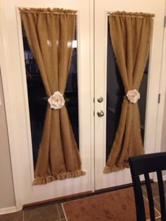 50 DIY Curtains and Drapery Ideas - DIY Burlap Curtains - Easy No Sew Ideas and Step by Step Tutorials for Drapes and Curtain Ideas - Cheap and Creative Projects for Bedroom, Living Room, Kitchen, Kids and Teen Rooms - Simple Draperies for Fabric, Made Out of Sheets, Blackout Curtains and Valances http://diyjoy.com/diy-curtains-drapes