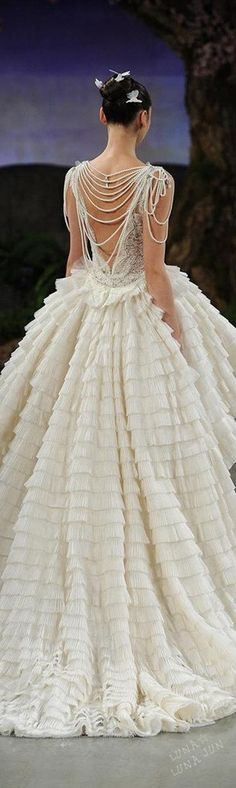 LOVE the drape of pearls in the back!