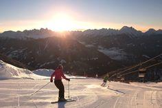 L'emozione di sciare alle prime luci dell'alba con Visit Trentino. Si chiama #trentinoskisunrise ed è un'esperienza da provare almeno una volta nella vita! @visittrentino #TRENTINOSKISUNRISE
