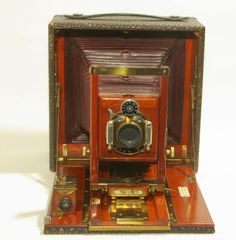 Majestic Self-Casing Camera - Both Wards and Sears contracted with suppliers to resale current production models under their own labels.  The Majestic is one example.