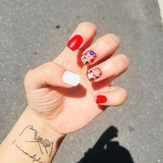 여름이니까 레드 . . . #대전 #네일아트 #네일 #네일스타그램 #네일여왕 #대전 #빨강 #타투 #tattoo #일상 #최고 #nailart #nail #red #여름 #덥다 #인친 #좋아요