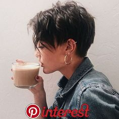 pixie haircut for thick hair - pixie haircut . pixie haircut for black women . pixie haircut for round faces . pixie haircut for thick hair . pixie haircut for black women short . Best Pixie Cuts, Blonde Pixie Cuts, Short Pixie Cuts, Asymmetrical Pixie Cuts, Cute Pixie Cuts, Pixie Cut Styles, Pixie Cut Kurz, Short Pixie Haircuts, Pixie Haircut For Thick Hair
