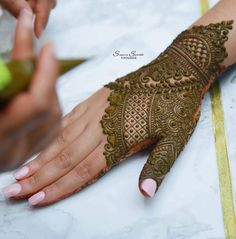 Image may contain: one or more people, Ankle Bootie, Back Hand Mehndi Designs, Legs Mehndi Design, Indian Mehndi Designs, Henna Art Designs, Mehndi Designs For Girls, Stylish Mehndi Designs, Mehndi Designs For Beginners, Mehndi Design Photos, Wedding Mehndi Designs