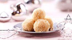 Tentokrát por vás máme opravdu luxusní záležitost: pařížské kuličky zbílé čokolády! Příprava není až tak náročná, ale zato požitek při ochutnávání? Královský! Tak schutí do toho, uvidíte, že budete nadšeni nejen vy... Snack Recipes, Snacks, Cornbread, Chips, Food And Drink, Sugar, Baking, Ethnic Recipes, Snack Mix Recipes