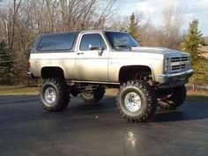 """1986 chevy blazer, 12""""lift, 39"""" boggers, Weld 16.5x12"""" rims, 3/4 axles, 14bolt with rear disc brakes, Mild built 350ci, TCI 700r4, np208 tc, braided lines, Headers with flowmaster duals,Steel cowl..."""