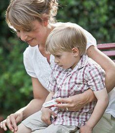Diese Woche ist die Gesundheit der Kinder in Pharmawelt im Fokus. Kinderkrankheiten – das Wort klingt weitaus harmloser als die Infekte in Wirklichkeit sind. Denn mit Masern, Scharlach & Co. ist nicht zu spaßen. Die klassischen Kinderkrankheiten sind schwere Infektionen, die in manchen Fällen bleibende Schäden hinterlassen können. Heute sprechen wir über die üblichen Kinderkrankheiten.