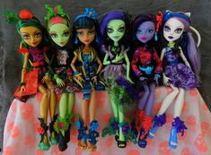 monster high gloom and bloom dolls Monster High School, Monster High Art, Monster High Birthday, Love Monster, Frankenstein's Monster, Monster High Dolls, Barbie, Famous Monsters, Art Drawings Sketches Simple