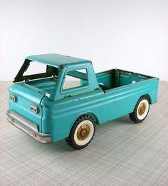Antique Toy Truck (marvelouskiddo.blogspot.com/)
