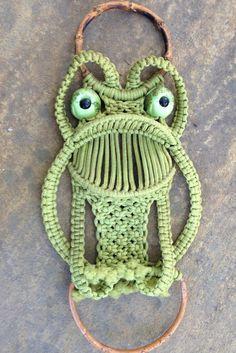 Whimsical Vintage Frog Macramé Towel Holder Retro Bright Avocado Green Kitsch Fun