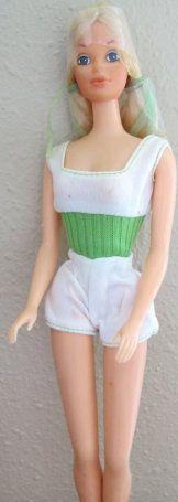 Frei bewegliche PJ aus dem Jahr 1975 / www.modbarbies.com/pj Christmas Barbie Dolls, Vintage Year, New Dolls, Vintage Barbie Dolls, My Childhood, Eye Candy, Minions, Women, Fashion