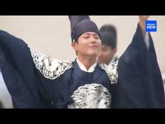 Park Bo Gum dances away the summer heat in new teaser for Moonlight Drawn by…