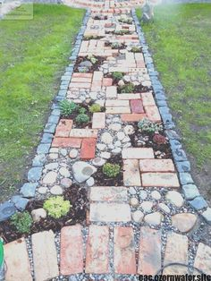 Amazing DIY Garden Path and Walkways Ideas collecting of interesting and creative garden path design ideas provides great inspirations for improving yard landscaping and garden design collecting of interesting and creative garden path design ideas provide Diy Garden, Garden Paths, Garden Beds, Mosaic Garden, Wooden Garden, Mosaic Pots, Concrete Garden, Shade Garden, Path Design