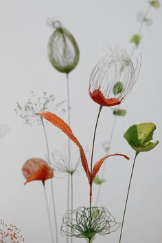 Dancing in a soft breeze, Laurence Aguerre& incredibly delicate flowers are hand embroidered, woven, braided and shaped into form. The pro. Sculpture Textile, Art Textile, Textile Artists, Wire Flowers, Fabric Flowers, Paper Flowers, Art Floral, Stylo 3d, Deco Nature