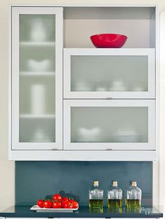 "Kitchen Cabinet Details that ""Wow""! See how #glass plays a role."