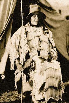 Moving Robe Woman (Tȟašína Máni), AKA Mary Crawler