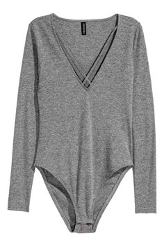 Body con escote de pico - Gris 19,99 > 9,99 EUR | H&M
