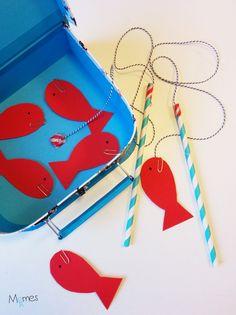Un jeu de pêche à la ligne aimantée (ou pêche aux poissons) hyper facile à réaliser et avec lequel on peut vraiment jouer. Vous avez surement chez vous déjà tout le matériel nécessaire pour le fabriquer !