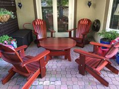 This handcrafted Royal Social Set for Four shown in our dark stain perfectly complements our customer's beautiful terrace. Thank you for the picture, Susan!