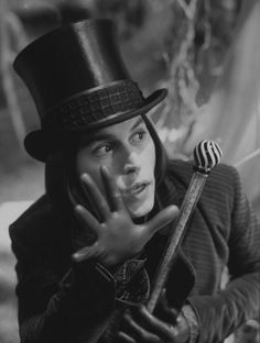 Johnny Depp in Willy Wonka by Tim Burton Johnny Depp Willy Wonka, Johnny Depp Movies, Willy Wonka Movie, Brad Paisley, Johnny Depp Personajes, Film Tim Burton, Tim Burton Characters, Lab Humor, The Lone Ranger