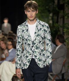Hermes collection on the catwalk. Fresh and contemporary floral print blazer is on point for the season ahead. Printed Blazer, Print Jacket, Ss16, Catwalk, Hermes, Floral Prints, Menswear, Spring 2016, Jackets