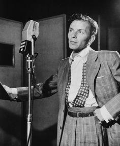 Frank Sinatra at Liederkrantz Hall in New York, 1947. (William Gottlieb – Library of Congress)