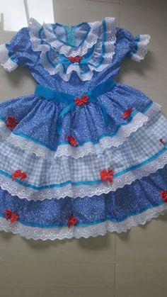 Lindos vestidos de festas juninas Caipiras, confeccionados em algodão estampado e xadrez, enfeitados com rendas e fitas.grátis tiara junina