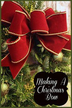 making a Christmas bow Christmas Presents, Christmas Bowl, Diy Christmas Bow, Christmas Wreaths, All Things Christmas, Merry Christmas, Christmas Holidays, Christmas Decorations, Christmas Ornaments