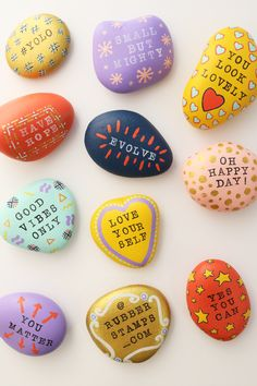 There's an awesome social movement making its rounds in the crafting world that we can't get enough of: The Kindness Rocks Project, Rock Painting Patterns, Rock Painting Ideas Easy, Rock Painting Designs, Paint Designs, Stone Crafts, Rock Crafts, Crafts To Do, Crafts For Kids, Teen Girl Crafts