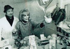 Joan Rivers helping out on Tubby Isaacs jellied eel stall East London Old London, East London, Jellied Eels, Pie And Mash, Michelin Man, Irish Catholic, Roman Roads, Burt Reynolds, Shake Hands