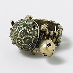 Totally Turtle Ring - When I get married, I would totally accept this as my wedding ring. I'm not joking. Sea Turtle Art, Turtle Ring, Turtle Love, Sea Turtles, Cute Baby Turtles, Turtle Figurines, Turtle Jewelry, Animal Rings, Girly Things