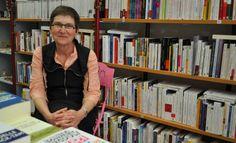 Françoise Delaleau-Ducros dans sa librairie La Sainte Famille
