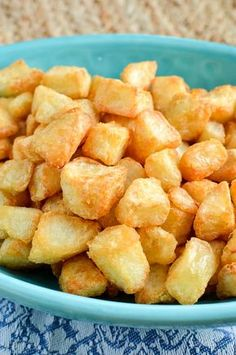 These syn free extra crispy potatoes make a perfect side dish for all your main dishes. Make some tonight for dinner.