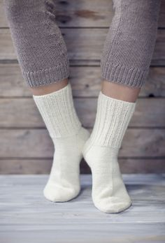 Novita wool socks, Basic socks made with Novita Nalle (Teddy Bear) yarn - Super knitting Wool Socks, Knitting Socks, Free Knitting, Sexy Socks, Easy Knitting Patterns, Knitting Videos, Mittens, Knit Crochet, Teddy Bear