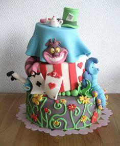 Bolos decorados Alice no País das Maravilhas - http://www.boloaniversario.com/bolos-decorados-alice-no-pais-das-maravilhas/