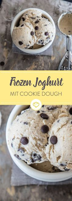 Frozen yogurt with cookie dough- Frozen Joghurt mit Cookie Dough Can& keep your fingers off Keksteig? Here you can eat as much cookie dough until you get freezing cold. Cookie Dough Desserts, Cookie Dough To Eat, Healthy Cookie Dough, Chocolate Cookie Dough, Edible Cookies, Healthy Cookies, Chocolate Chip Cookies, Healthy Dessert Recipes, Vegan Desserts
