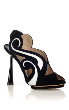 Yes please. Nicholas Kirkwood black & white scroll sandal. #shoeporn cc @NKirkwoodLondon