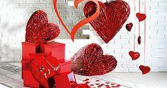 Zum #Valentinstag haben wir #Dekoherzen in  vielfältigen Variationen und verschiedenen Größen. #Herzvorhänge und -ketten, samtig #beflockte Herzen, biegbare, mit Perlen verzierte und beidseitig beglimmerte #Deko-Ketten, #Konturen-Herzen und #Federherzen bringen die herzlichen Gefühle als Aufhänger zur Geltung. #deko #Valentinstagsdeko http://www.decowoerner.com/de/Saison-Deko-10715/Liebe-10811/Herzen-10813.html