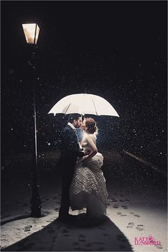 The only reason why I'd want to get married in the winter is so I can take a picture like this!