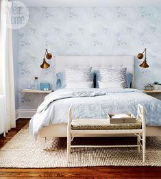 Эта светло-голубая спальня выглядит идеальной