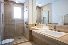 banho marmore travertino chuveito teto cuba embutida