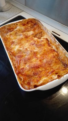 Lasagne, som kun mormor kan lave den! | amatoerkokken Low Carb Recipes, Healthy Recipes, Danish Food, Danishes, Afternoon Tea, Italian Recipes, Macaroni And Cheese, Bacon, Food And Drink