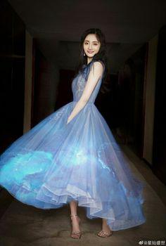 Ioi Pinky, Kpop Girls, Sweet Dreams, Korean Girl, Stylish Outfits, Asian Beauty, Ball Gowns, Idol, Girly